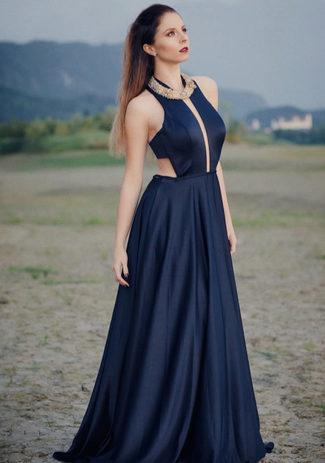 Chiffon Abendkleid mit tiefem Ausschnitt in Twilight Blue
