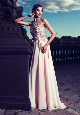 Chiffon evening dress with sequins in pearl pink