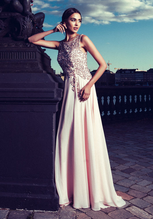 Chiffon evening dress with sequin in Pearl Pink
